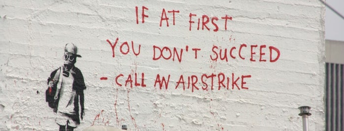 Banksy Mural: Airstrike is one of Lugares favoritos de J..