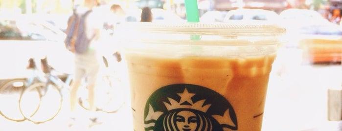 Starbucks is one of Vivienne'nin Beğendiği Mekanlar.