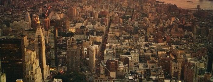 86th Floor Observation Deck is one of Vivienne'nin Beğendiği Mekanlar.