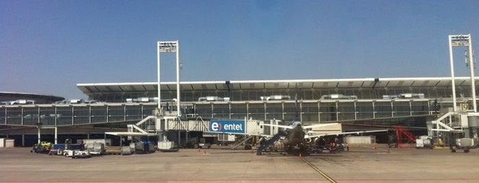 Aeropuerto Internacional Comodoro Arturo Merino Benítez (SCL) is one of Santiago no es Gris!.