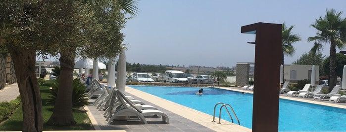 breeze swimmingpool is one of สถานที่ที่ Damla ถูกใจ.