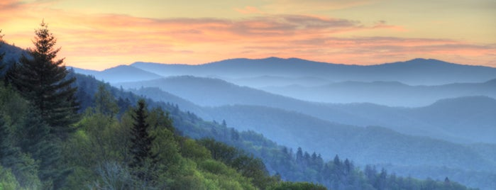 Smoky Mountain Host Visitor Center is one of Places to visit.