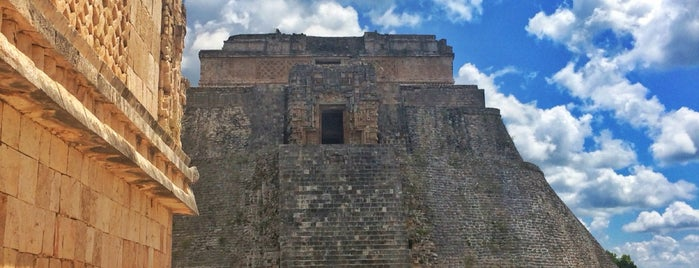 Zona Arqueológica de Uxmal is one of สถานที่ที่ Ricardo ถูกใจ.