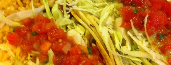 Wahoo's Fish Taco is one of Lizzieさんの保存済みスポット.