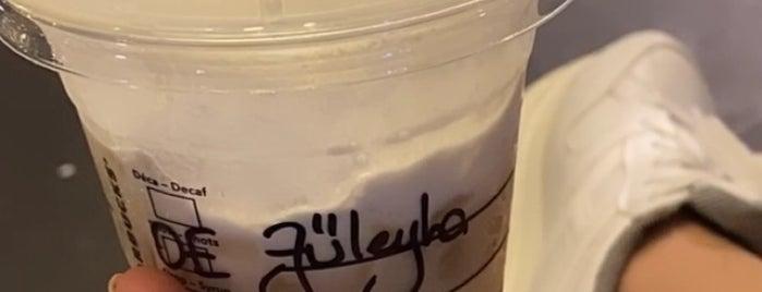 Starbucks is one of Orte, die Pelin gefallen.