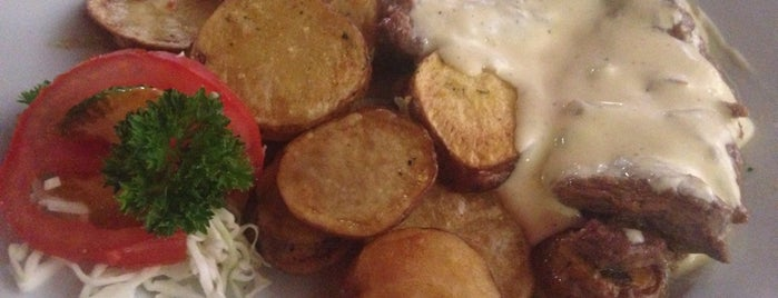 Family Restaurant is one of Alexander'in Beğendiği Mekanlar.