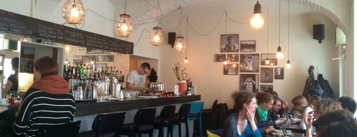 Cafe Josefine is one of Lugares favoritos de Helena.