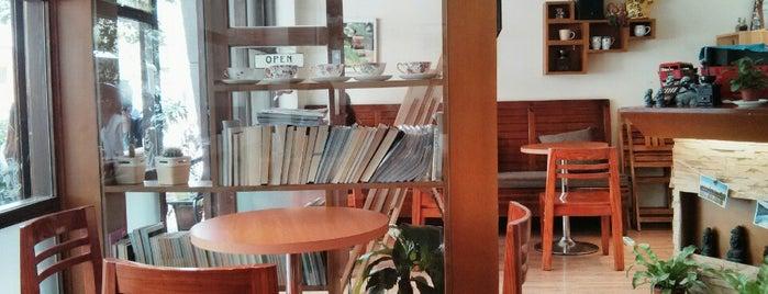 Coffee Break is one of Orte, die JulienF gefallen.