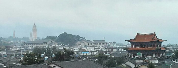 YinFeng Hotel 银峰酒店 is one of สถานที่ที่ JulienF ถูกใจ.