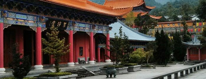 Three Pagodas & the Chongsheng Temple is one of สถานที่ที่ JulienF ถูกใจ.