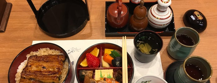 伊豆栄 永田町店 is one of 食事.