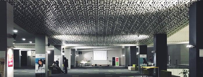 Charsou Cineplex | پردیس سینمایی چارسو is one of สถานที่ที่ Hamilton ถูกใจ.