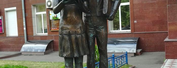 Памятник Шурику и Лиде is one of Москва.