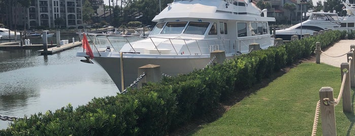 Harbour Town Yacht Club is one of Locais curtidos por Liz.