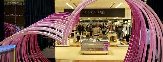 Le Lis Blanc is one of สถานที่ที่ Camilla ถูกใจ.