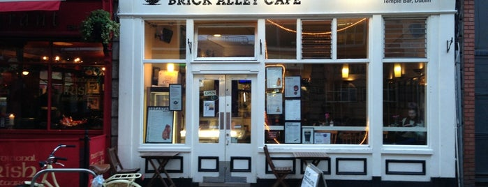 Brick Alley Cafe is one of Tempat yang Disukai Mayara.