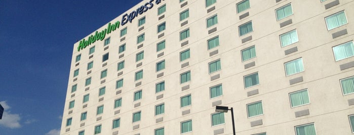 Holiday Inn Express & Suites is one of Tempat yang Disukai Guillermo.
