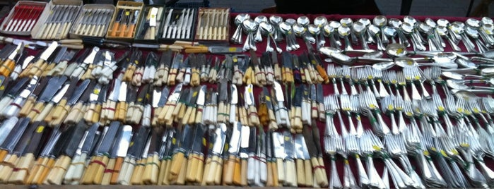 Bermondsey Antiques Market is one of Will 님이 좋아한 장소.