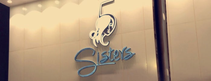 5 Sisters' Salon is one of Queen'in Kaydettiği Mekanlar.