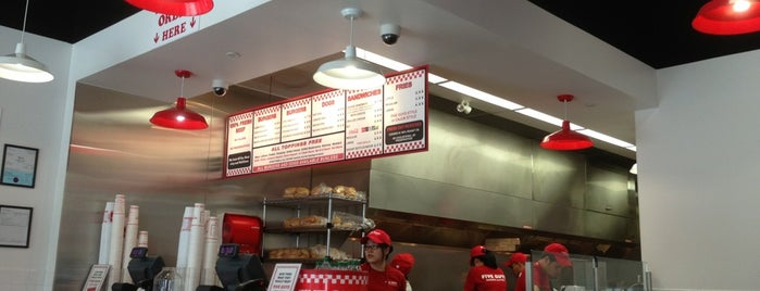Five Guys is one of Lieux qui ont plu à Moe.