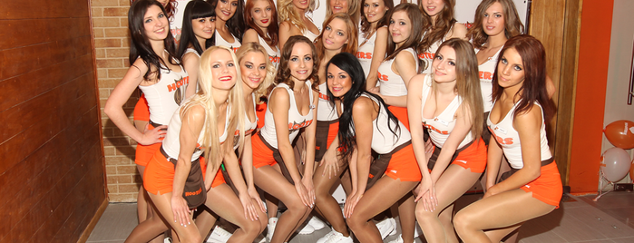 Hooters is one of Orte, die Roman gefallen.