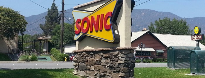Sonic Drive-In is one of Lieux qui ont plu à Alberto J S.