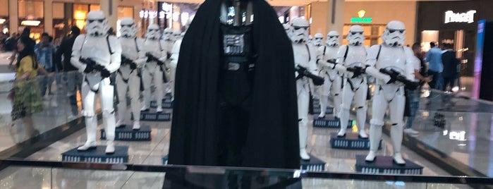 The Dubai Mall is one of สถานที่ที่ Alfredo ถูกใจ.