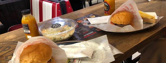 Бургер&Фрайс от Мираторг is one of Lieux qui ont plu à Jano.