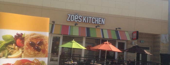 Zoës Kitchen is one of Lugares favoritos de Shari.