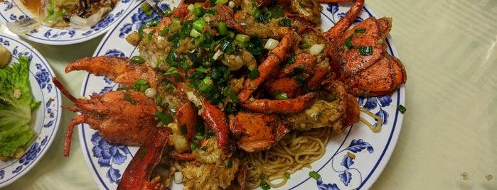 Boston Lobster is one of LA Eaaats🍗🍤🍕🍝🍲🌯🌮🍘🍰🍮🍙🍚.