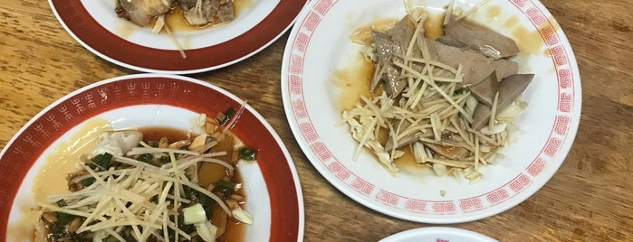 台南財神担仔麵 is one of สถานที่ที่บันทึกไว้ของ Teri.
