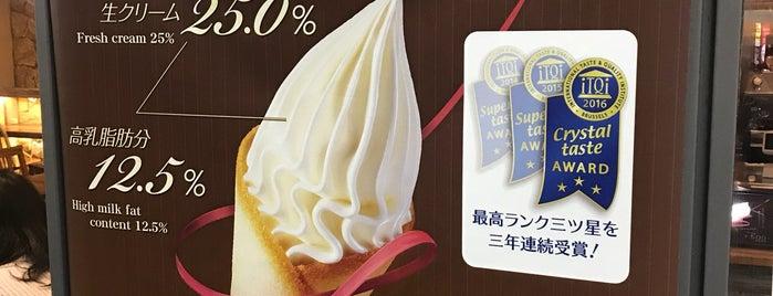 Mother Moon Express阪急西口店 is one of Locais curtidos por Harika.