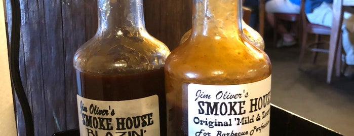Smoke House Restaurant is one of Locais curtidos por Kelly.