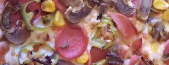 Pizza Pizza is one of สถานที่ที่บันทึกไว้ของ Emre.