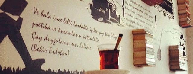 Ceren Kitap Cafe is one of Lieux qui ont plu à Gizem.
