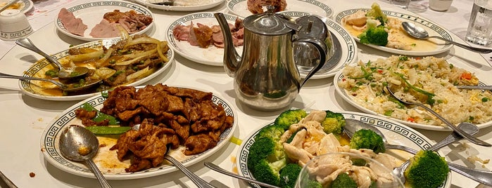 Peking Gourmet Inn is one of Timothy : понравившиеся места.