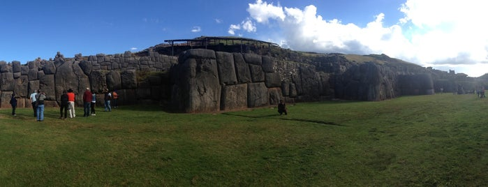 Sacsayhuamán is one of Perú 02.