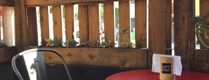 Coffee Brothers is one of Locais salvos de Amanda.