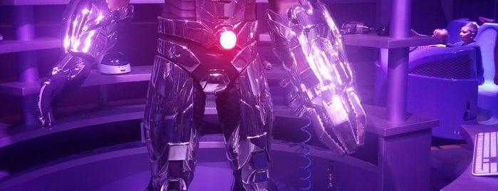 Justice League:  Battle For Metropolis is one of Lugares favoritos de Fernando.