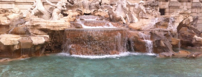 Fuente de Trevi is one of Roma - a must! = Peter's Fav's.