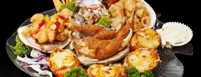 Island Crab Seafood is one of Food & Fun - Quito.