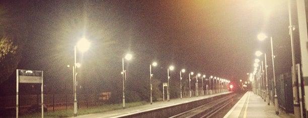 Shoreham-by-Sea Railway Station (SSE) is one of Lieux qui ont plu à Rich.