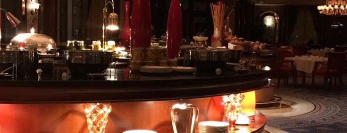 The Ritz Carlton Jeddah is one of Locais curtidos por Queen.