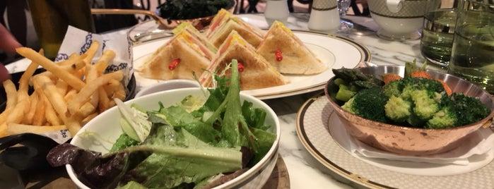 The Ritz-Carlton Café is one of SV'ın Beğendiği Mekanlar.