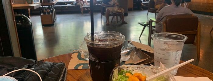 Starbucks Reserve Nhà Thờ is one of Hanoi.