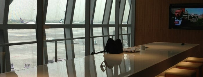 Cathay Pacific First and Business Class Lounge is one of Cynthia : понравившиеся места.