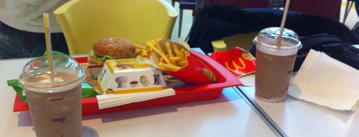 McDonald's is one of Locais curtidos por Dejan.