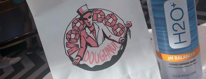 Voodoo Doughnut Universal CityWalk Orlando is one of Locais curtidos por Priscila.