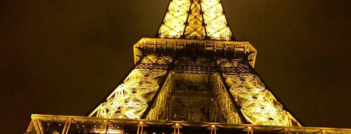 Menara Eiffel is one of Tempat yang Disukai Stefanie.