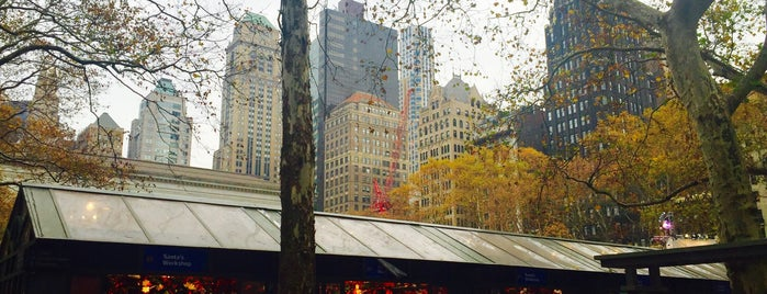 Bryant Park is one of Lugares favoritos de Stefanie.